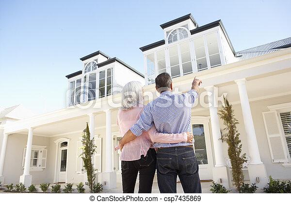 stehende , verkoppeln draußen, daheim, älter, traum - csp7435869