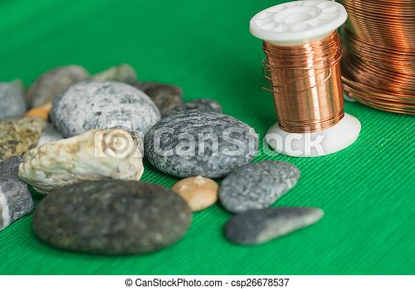 Steine, gewebe, draht, hintergrund, kupfer Stockfotos - Suche ...