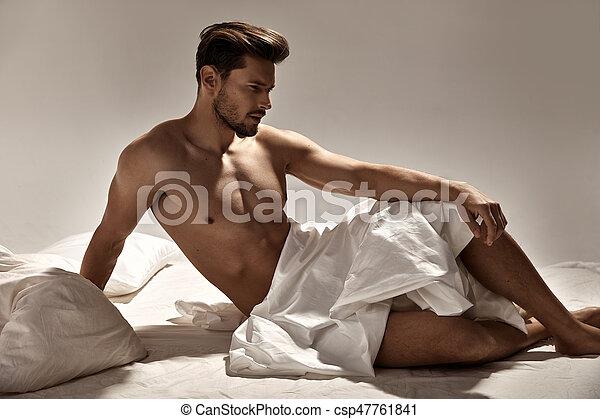 stilig, säng, framställ, muskulös, mjuk, man - csp47761841