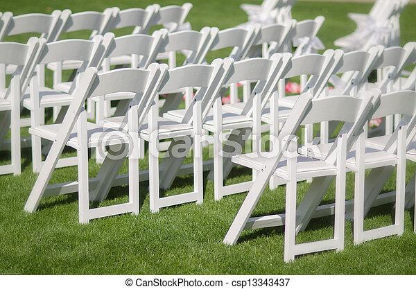 Stoelen buiten ceromony trouwfeest ceremonie stoelen for Buiten stoelen