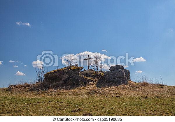 stone hloupý, hilltop, kříž - csp85198635
