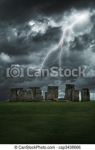 stonehenge, oväder, blixt - csp3438666