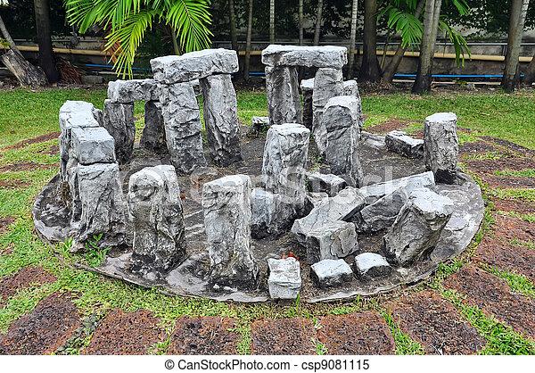stonehenge, reproduktion - csp9081115