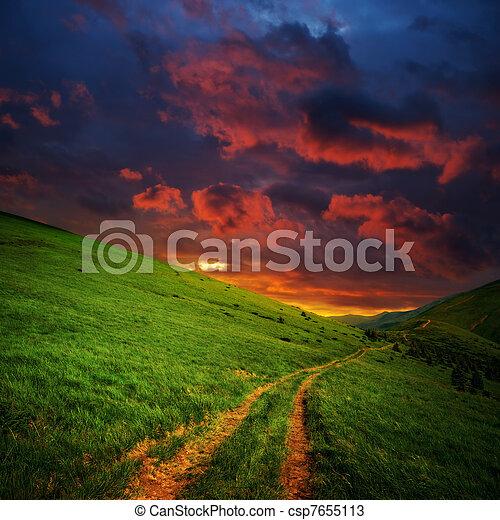 straße, wolkenhimmel, hügel, rotes  - csp7655113