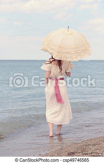 strand, årgång, kvinna, parasoll - csp49746565
