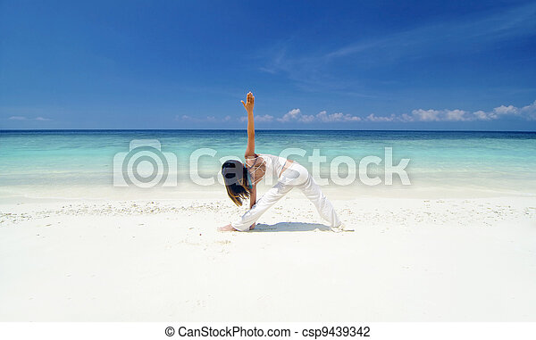 strand, yoga - csp9439342