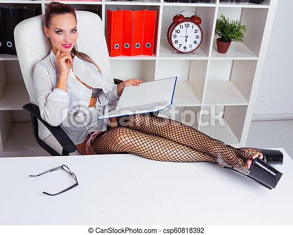 Kostenloses Striptease-Büro — foto 12