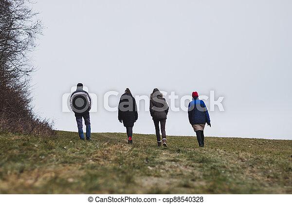 studený větrat, národ, stěna, skupina, chodit, venkov, skrz - csp88540328