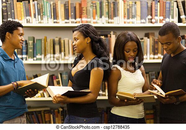 studenci, grupa, biblioteka, afrykanin - csp12788435