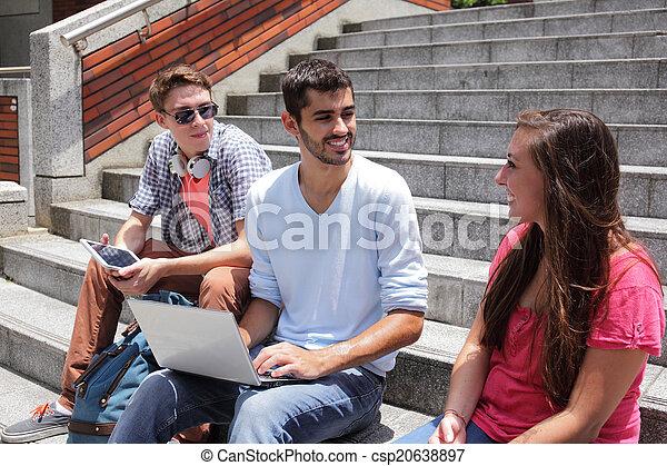 studenci, używając, szczęśliwy, tabliczka, cyfrowy - csp20638897