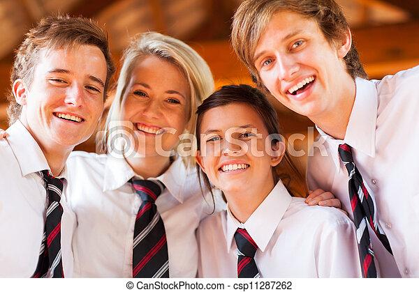 Eine Gruppe glücklicher Schüler - csp11287262