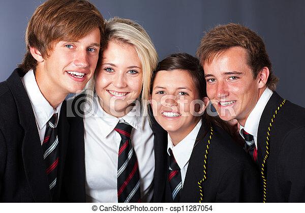 Eine Gruppe glücklicher Schüler - csp11287054