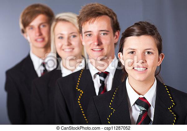 Eine Gruppe von Schülern - csp11287052