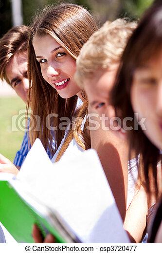 studenten, lesende , gruppe, buecher - csp3720477