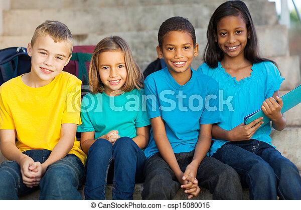 Eine Gruppe von Schülern - csp15080015
