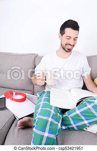 studying., homem jovem - csp53421951