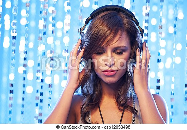 Stylish young girl with headphones - csp12053498