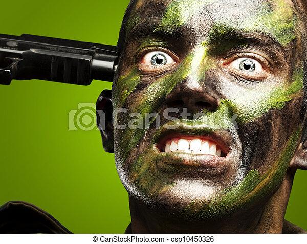suicidio, encima, joven, soldado, fondo verde, comiting, retrato - csp10450326