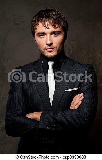 Hermoso joven con traje. - csp8330083