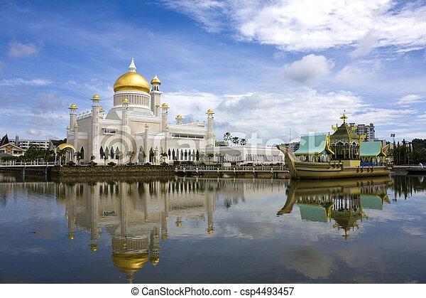 Sultan Omar Ali Saifuddien Mosque, Brunei - csp4493457