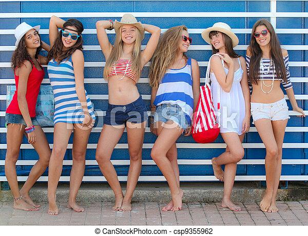 Vacaciones de primavera playa adolescentes