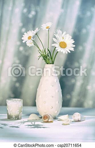 Summer daisies in vase - csp20711654
