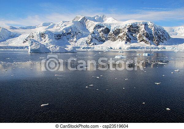 Sunny antarctic landscape - csp23519604