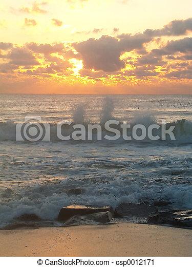 Sunrise Splash - csp0012171
