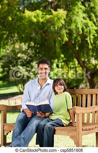 suo, libro lettura, padre, figlio - csp5851608