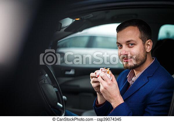 suo, mangiare, automobile, giovane, affrettato, pranzo, uomo, bello - csp39074345