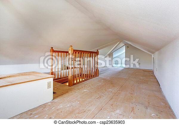 Una habitación con techo bajo - csp23635903