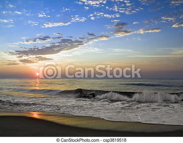 surfar, amanhecer - csp3819518