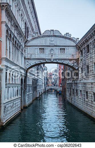 Puente De Los Suspiros En Venecia Italia Al Amanecer Canstock
