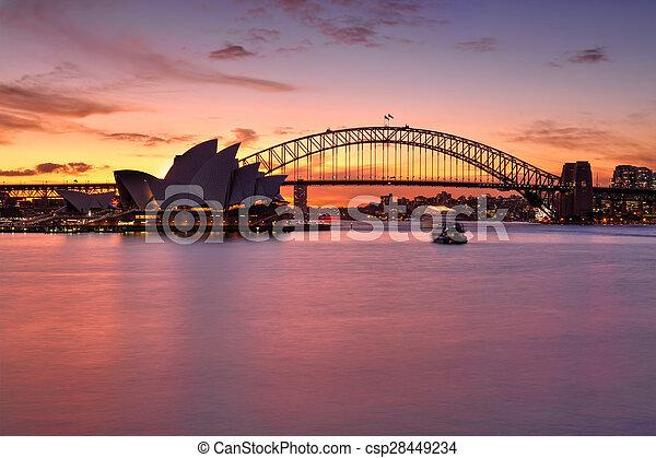 Un atardecer espectacular sobre el puerto de Sydney - csp28449234