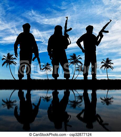 sylwetka, trzy, terroryści - csp32877124