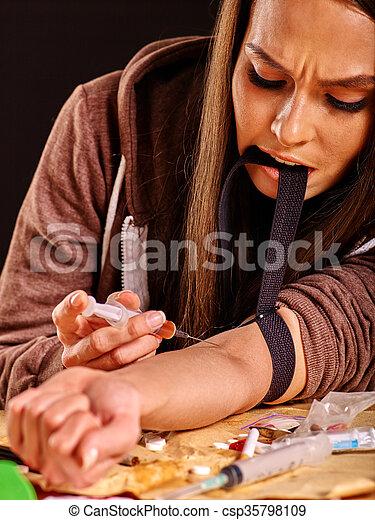 syringe., 女性, 藥物迷戀者 - csp35798109