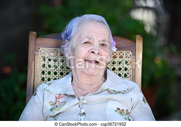 szék, boldog, nagyanyó - csp36721932