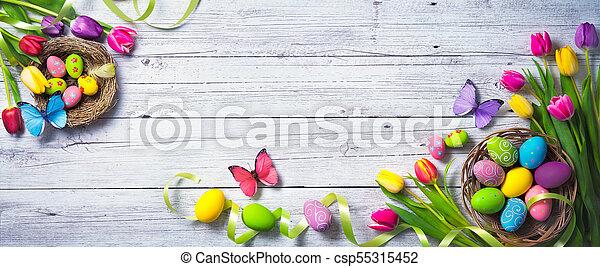 színes, festett, tulipánok, ikra, háttér., pillangók, eredet, húsvét - csp55315452