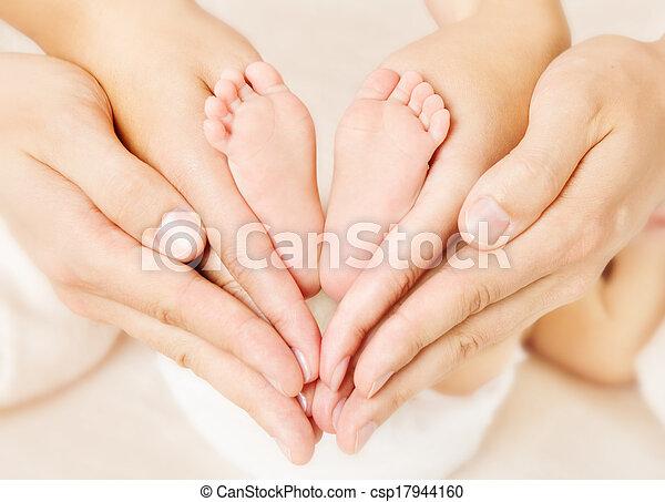 szív, szeret, újszülött, aláír, lábak, szülők, csecsemő, simbol, hands. - csp17944160