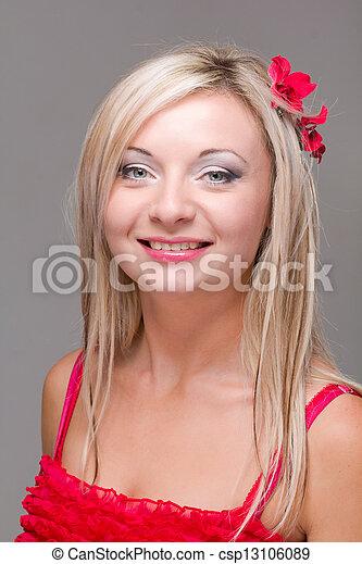 szary, uśmiechnięta kobieta, tło - csp13106089