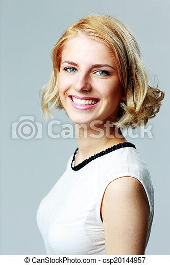 szary, uśmiechnięta kobieta, tło, portret - csp20144957