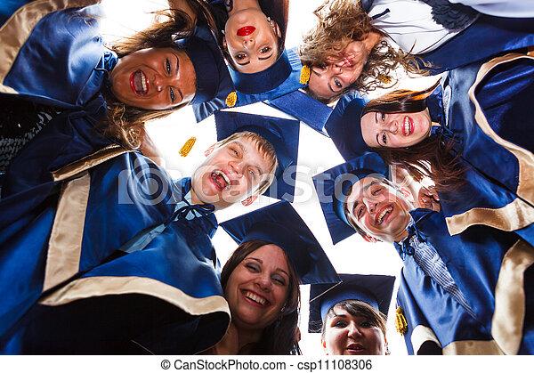 szczęśliwy, grupa, młody, absolwenci - csp11108306