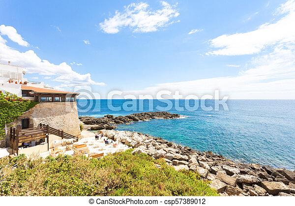 Gallipoli, Apulien - Abendessen in einem Restaurant mit einer wunderbaren Landschaft - csp57389012
