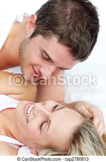 látszó lány pár