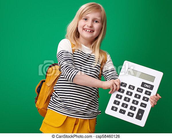 szkoła, pokaz, odizolowany, zielone tło, dziewczyna, kalkulator - csp58460126