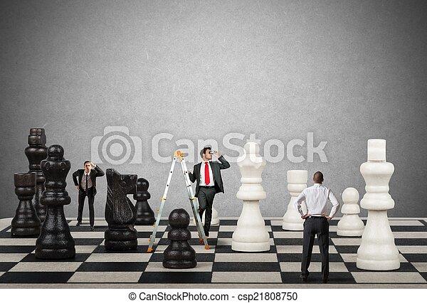 Estrategia y tácticas en los negocios - csp21808750