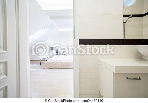 tágas, fényűzés, hálószoba - csp24430119