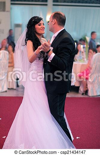 táncol, először - csp21434147