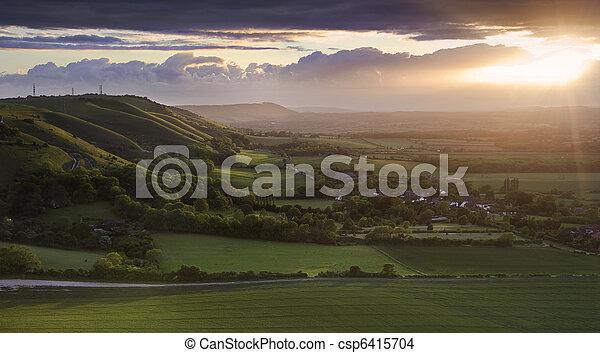 Täler, wolkenhimmel, hügel, landschaft, balken, auf, seite ...