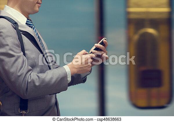 téléphone affaires, train, utilisation, station., intelligent, homme - csp48638663